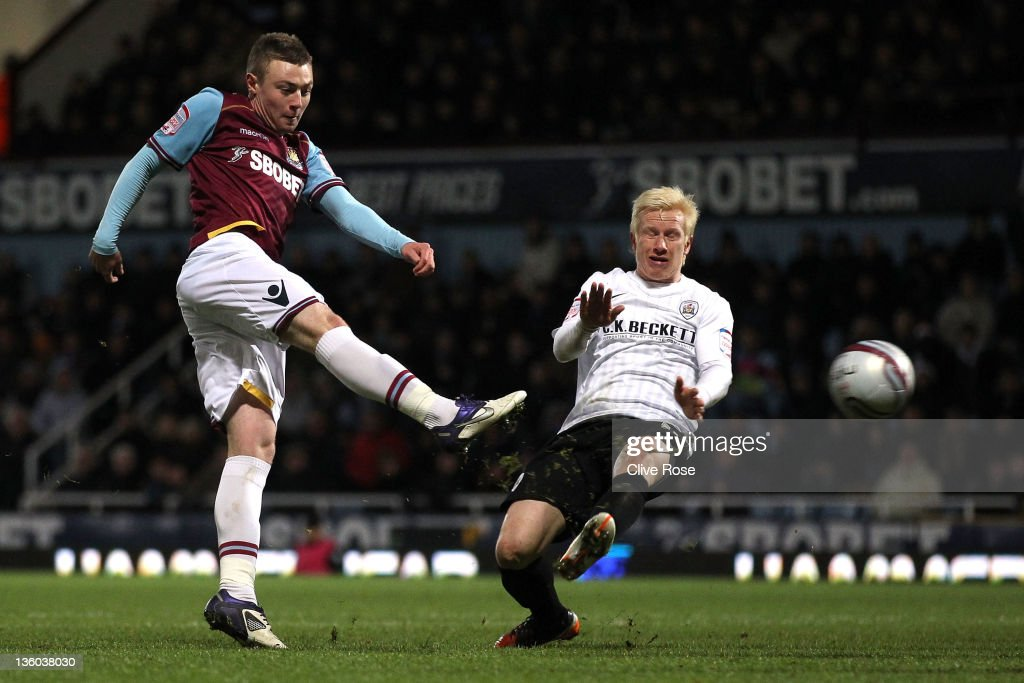 Freddie Sears of West Ham United shoots at goal during the npower Championship match between West Ham United and Barnsley at the Boleyn Ground on December 17, 2011 in London, England.