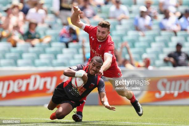 Freddy Rova of Papua New Guinea scores a try during the 13th place semi final match between Canada and Papua New Guinea in the 2017 HSBC Sydney...