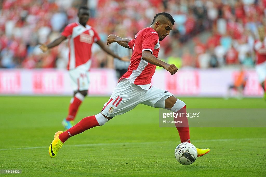 Frederic Bulot #11 of Standard de Liege moves the ball during a Europa League match against KR Reykjavik on July 25 , 2013 in Liege, Belgium.