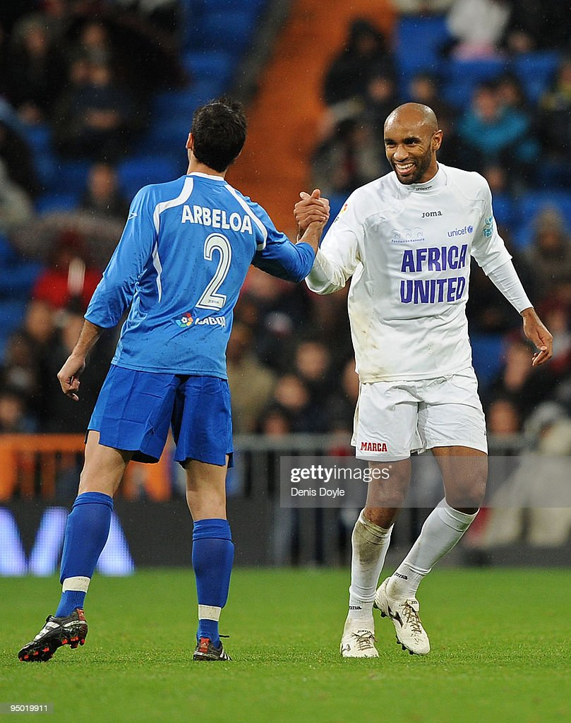 <a gi-track='captionPersonalityLinkClicked' href=/galleries/search?phrase=Frederic+Kanoute&family=editorial&specificpeople=213590 ng-click='$event.stopPropagation()'>Frederic Kanoute</a> (R) of Africa United shakes hands with <a gi-track='captionPersonalityLinkClicked' href=/galleries/search?phrase=Alvaro+Arbeloa&family=editorial&specificpeople=3941965 ng-click='$event.stopPropagation()'>Alvaro Arbeloa</a> of the Spanish La Liga Selection during a charity match between Africa United and the La Liga Selection at the Santiago Bernabeu stadium on December 22, 2009 in Madrid, Spain. The match was organized by UNICEF and the foundation Kanoute.