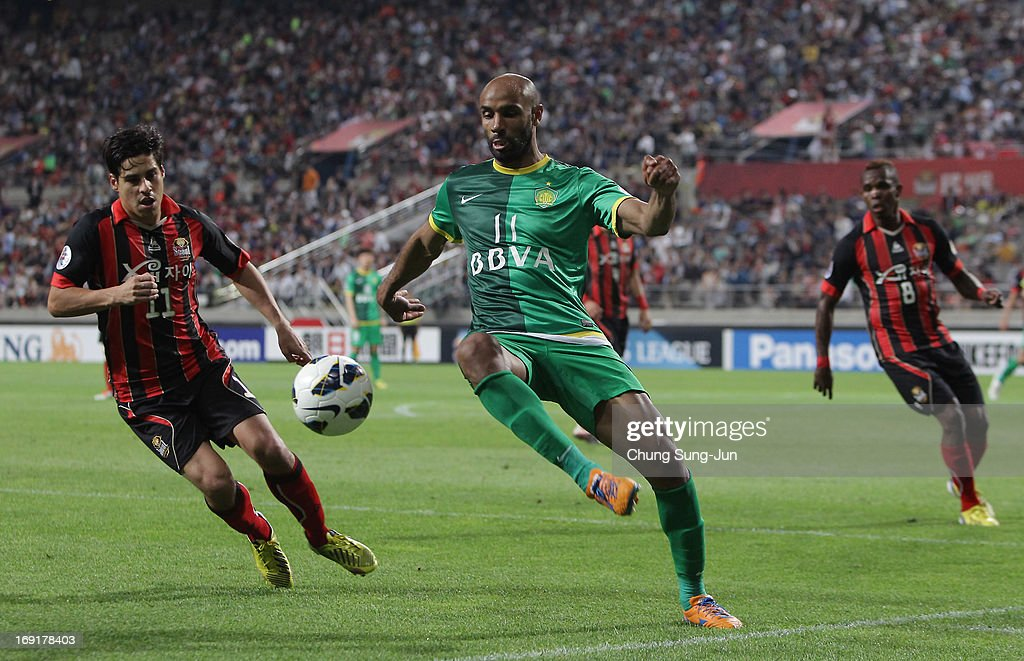 <a gi-track='captionPersonalityLinkClicked' href=/galleries/search?phrase=Frederic+Kanoute&family=editorial&specificpeople=213590 ng-click='$event.stopPropagation()'>Frederic Kanoute</a> of Beijing Go'an in action with Molina Uribe (L) of FC Seoul during the AFC Champions League round of 16 match between FC Seoul and Beijing Go'an at Seoul World Cup Stadium on May 21, 2013 in Seoul, South Korea.