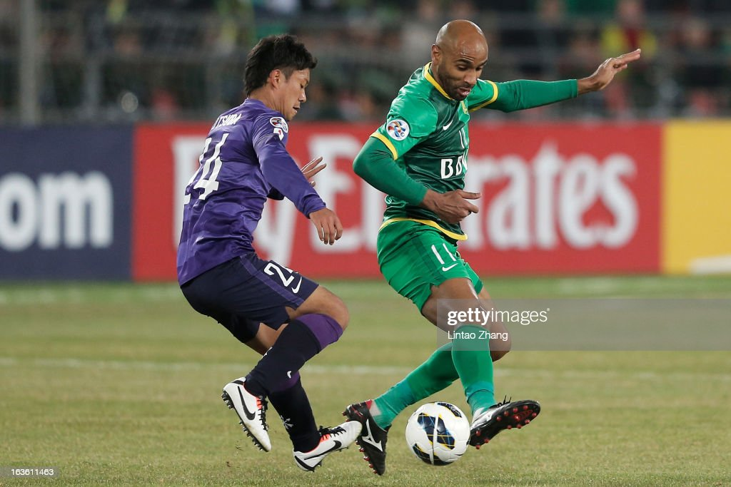 <a gi-track='captionPersonalityLinkClicked' href=/galleries/search?phrase=Frederic+Kanoute&family=editorial&specificpeople=213590 ng-click='$event.stopPropagation()'>Frederic Kanoute</a> (L) of Beijing Guoan challenges Gakuto Notsuda of Hiroshima Sanfrecce during the AFC Champions League Group match between Hiroshima Sanfrecce and Beijing Guoan at Beijing Workers' Stadium on March 13, 2013 in Beijing, China.