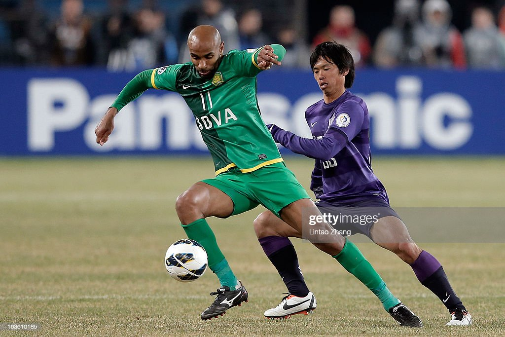 <a gi-track='captionPersonalityLinkClicked' href=/galleries/search?phrase=Frederic+Kanoute&family=editorial&specificpeople=213590 ng-click='$event.stopPropagation()'>Frederic Kanoute</a> (L) of Beijing Guoan challenges Tsukasa Shiotani of Hiroshima Sanfrecce during the AFC Champions League Group match between Hiroshima Sanfrecce and Beijing Guoan at Beijing Workers' Stadium on March 13, 2013 in Beijing, China.