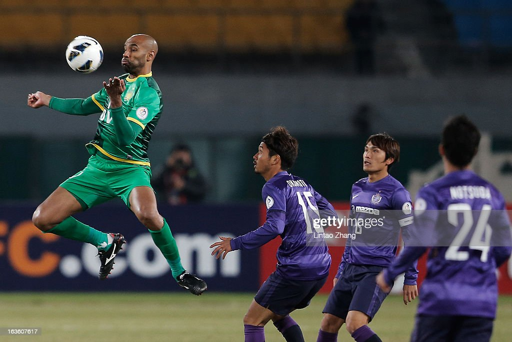 <a gi-track='captionPersonalityLinkClicked' href=/galleries/search?phrase=Frederic+Kanoute&family=editorial&specificpeople=213590 ng-click='$event.stopPropagation()'>Frederic Kanoute</a> (L) of Beijing Guoan competes for an aerial ball with Tomotaka Okamoto (R) of Hiroshima Sanfrecce during the AFC Champions League Group match between Hiroshima Sanfrecce and Beijing Guoan at Beijing Workers' Stadium on March 13, 2013 in Beijing, China.