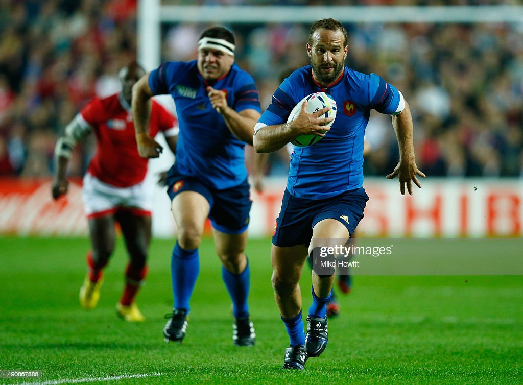 Frederic Michalak of France breaks through during the 2015 Rugby World Cup Pool D match between France and Canada at Stadium mk on October 1, 2015 in Milton Keynes, United Kingdom.