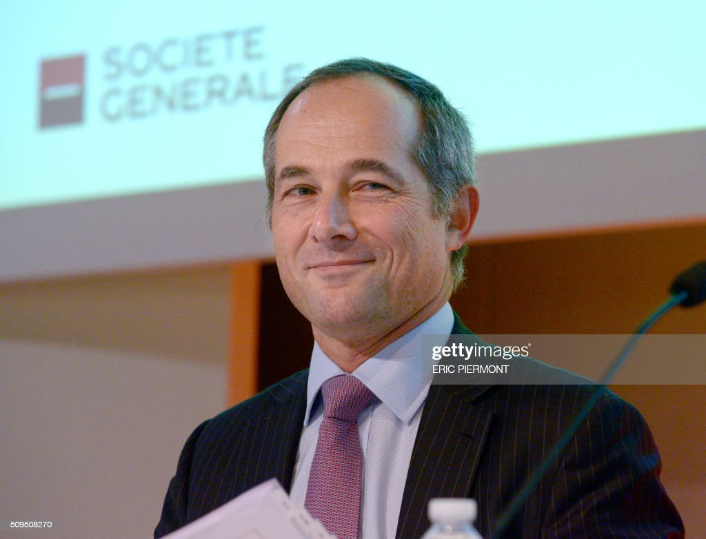 Frederic Oudea, CEO of French bank Societe Generale, arrives to present the company's 2015 results at the Societe Generale headquarters in the La Defense business district near Paris on February 11, 2016. French bank Societe Generale reported its net profit rose almost 50 percent to 4 billion euros ($4.5 billion) in 2015, compared to a year earlier. / AFP / ERIC PIERMONT