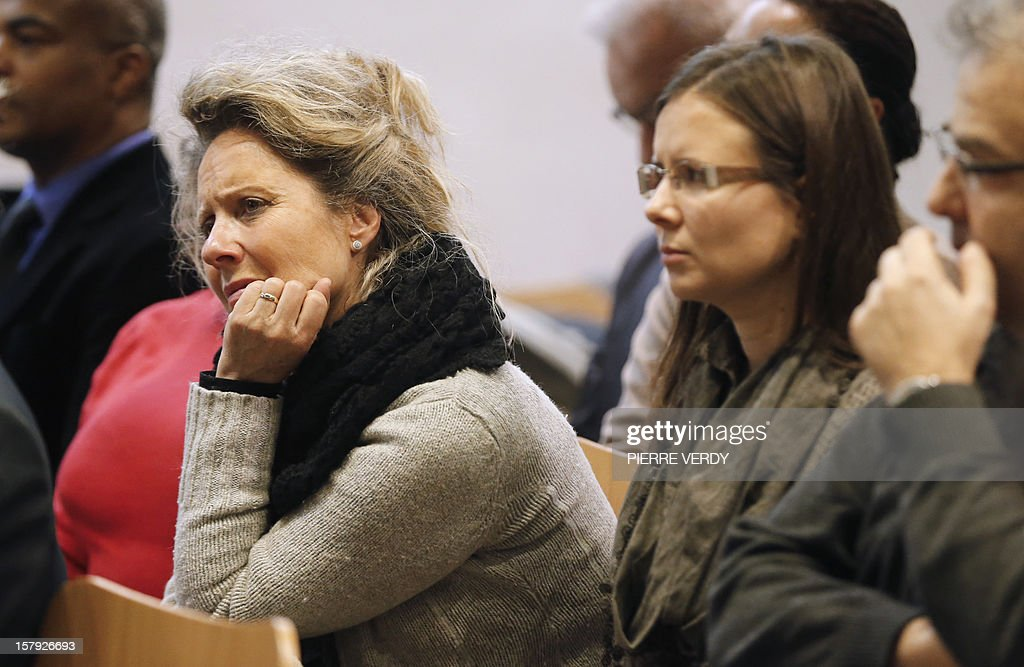Frederique Santal (L), sister of Frenchman Olivier Tschumi held hostage in Mexico since December 2010, attends a press conference at an event to commemorate people still held as hostages in the world on December 7, 2012 in Paris.