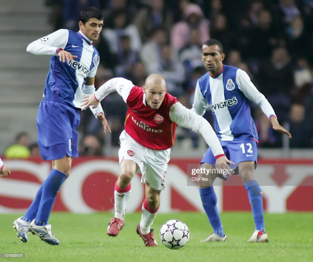 <a gi-track='captionPersonalityLinkClicked' href=/galleries/search?phrase=Fredrik+Ljungberg&family=editorial&specificpeople=167144 ng-click='$event.stopPropagation()'>Fredrik Ljungberg</a> of Arsenal in action against Lucho González and <a gi-track='captionPersonalityLinkClicked' href=/galleries/search?phrase=Jose+Bosingwa&family=editorial&specificpeople=734722 ng-click='$event.stopPropagation()'>Jose Bosingwa</a> of Porto during the UEFA Champions League Group G match between FC Porto and Arsenal at Dragao Stadium in Oporto, Portugal on December 6, 2006.