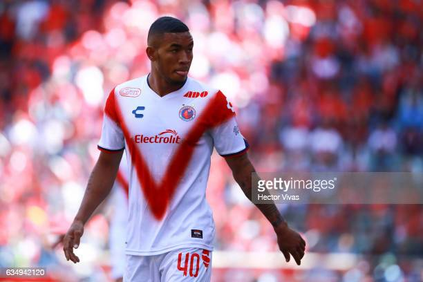 Fredy Hinestroza of Veracruz looks on during the 6th round match between Toluca and Veracruz as part of the Torneo Clausura 2017 Liga MX at Nemesio...
