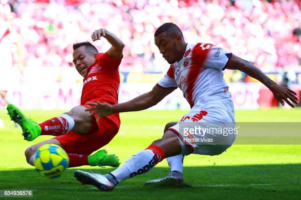 Fredy Hinestroza of Veracruz struggles for the ball with Rodrigo Salinas of Toluca during the 6th round match between Toluca and Veracruz as part of...
