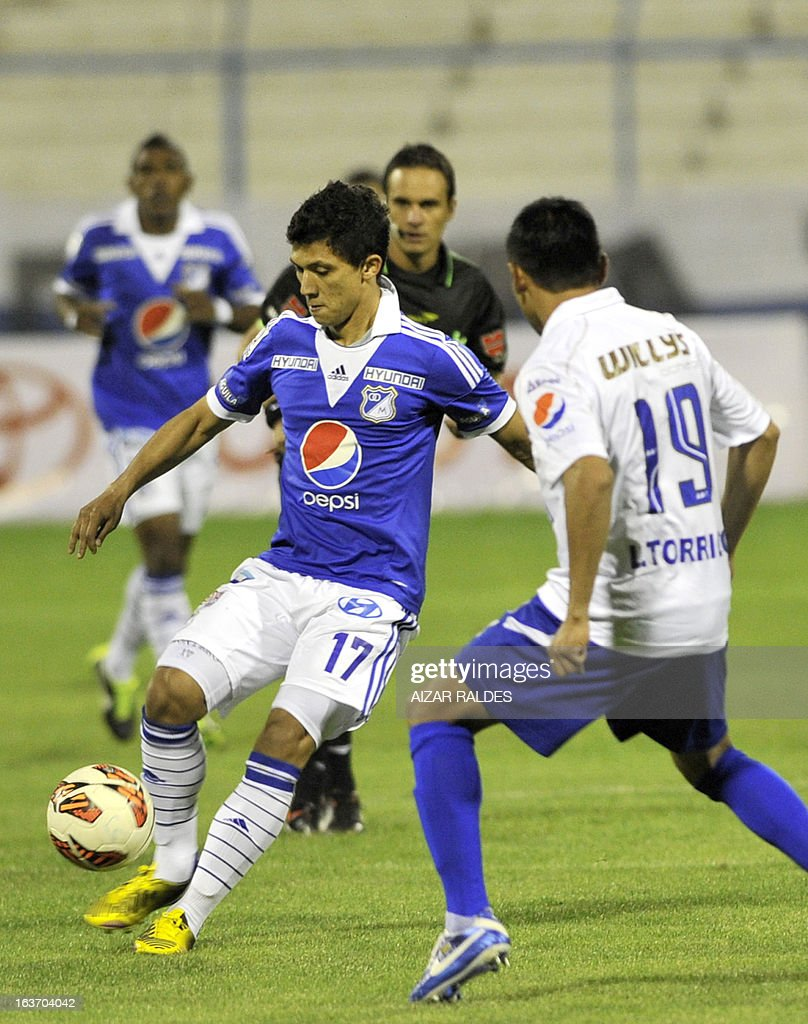 Fredy Montero (L) of Colombia´s Millonarios vies for the ball with Anibal Torrico of Bolivia's San Jose during their Copa Libertadores football match at Jesus Bermudez stadium in Oruro, Bolivia, on March 14, 2013. AFP PHOTO/Aizar Raldes