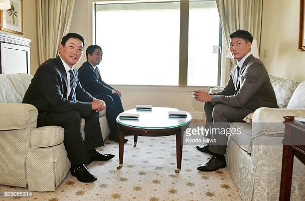Free agent outfielder Yoshio Itoi has talks with Hanshin Tigers manager Tomoaki Kanemoto and director Eiichi Takano in Osaka on Nov 11 2016 The 2014...