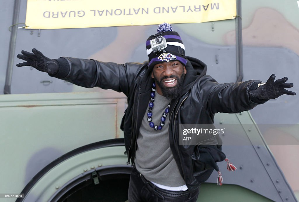 Free safety Ed Reed of the Super Bowl champion Baltimore Ravens greets fans during the Ravens victory parade and rally in Baltimore, Maryland on February 5, 2013. The Ravens defeated the San Francisco 49's 34-31 to win the NFL Championship in New Orleans, on February 3, 2013. AFP PHOTO/Molly RILEY