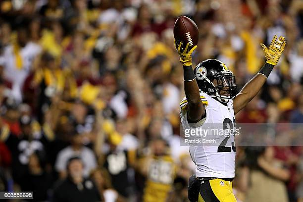 Free safety Mike Mitchell of the Pittsburgh Steelers acknowledges the crowd against the Washington Redskins in the fourth quarter at FedExField on...