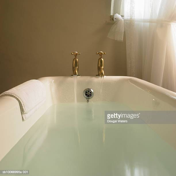 Free standing bath with taps running