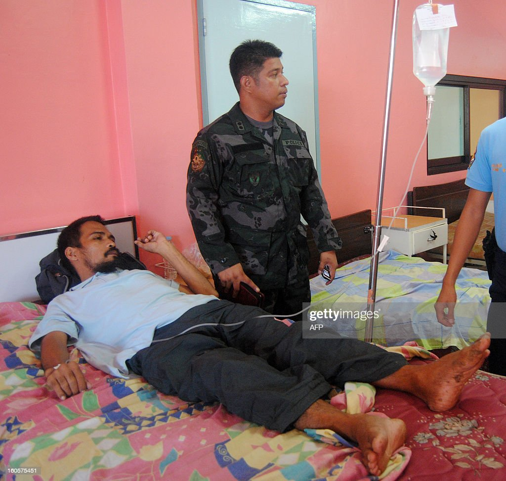Freed Philippine hostage, cameraman Ramil Vela (L, in bed) lies in bed at the provincial hospital in Jolo, Sulu province, on the southern island of Mindanao on February 3, 2013, hours after he walked free from Islamist Abu Sayyaf militants. Islamist Abu Sayyaf militants have freed two Filipino television crew members seized along with a Jordanian journalist nearly eight months ago in the southern Philippines, police said February 3. AFP PHOTO