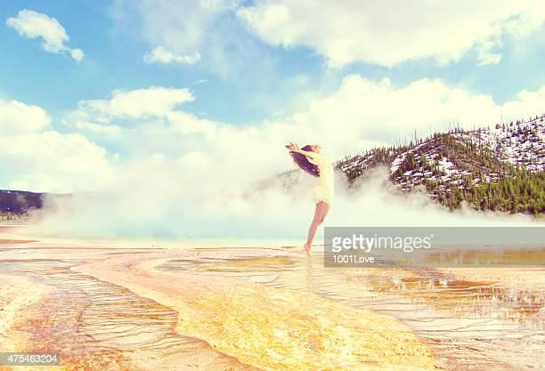 Libertà ragazza al Parco Nazionale di yellowstone