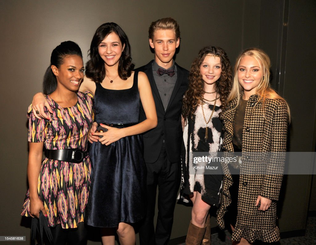<a gi-track='captionPersonalityLinkClicked' href=/galleries/search?phrase=Freema+Agyeman&family=editorial&specificpeople=3484757 ng-click='$event.stopPropagation()'>Freema Agyeman</a>, Katie Findlay, Austin Butler, Stephania Owen and <a gi-track='captionPersonalityLinkClicked' href=/galleries/search?phrase=AnnaSophia+Robb&family=editorial&specificpeople=674007 ng-click='$event.stopPropagation()'>AnnaSophia Robb</a> attend the world premiere of 'The Carrie Diaries' at the New York Television Festival at SVA Theater on October 22, 2012 in New York City.