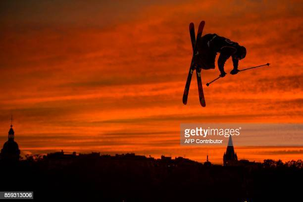 TOPSHOT US freestyle skier Alex Hall performs a jump during the Sosh Big Air festival in Annecy on October 7 2017 / AFP PHOTO / CHRISTOPHE SIMON