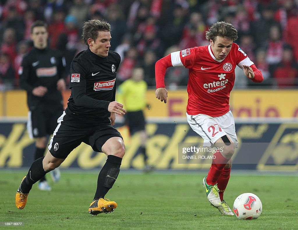 Freiburg's defender Oliver Sorg (L) and Mainz' midfielder Nicolai Mueller (R) vie for the ball during the German first division Bundesliga football match FSV Mainz 05 vs SC Freiburg in Mainz, southwestern Germany, on January 19, 2012. AFP PHOTO / DANIEL ROLAND