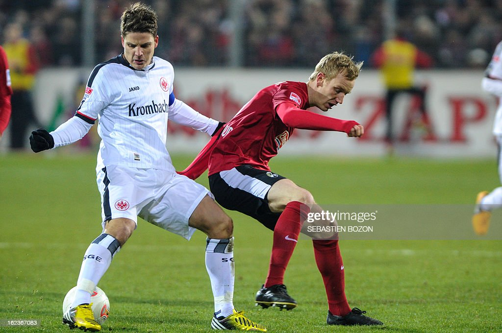 Freiburg's German midfielder Jan Rosenthal (C) vies with Frankfurt's Swiss midfielder Pirmin Schwegler (L) during German first divison Bundesliga match SC Freiburg vs Eintracht Frankfurt on February 22, 2013 in Freiburg.
