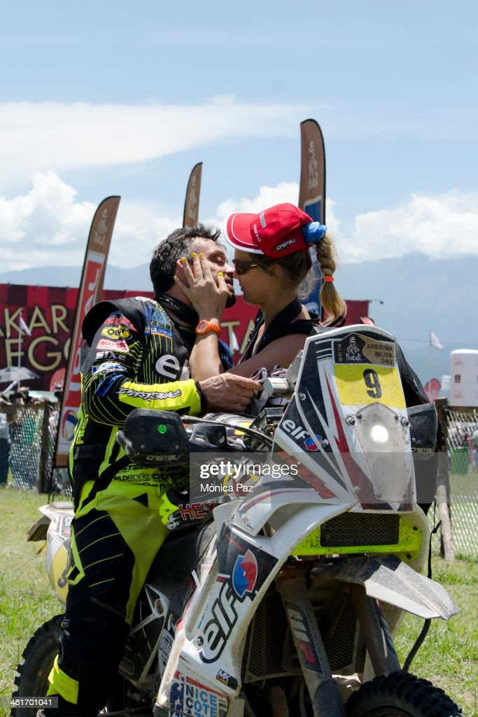 Frenc biker David Casteu is received by his girlfriend at the end of the 6th stage of Rally Dakar 2014 Argentina-Boliva-Chile on January 10, 2013 in Salta, Argentina.