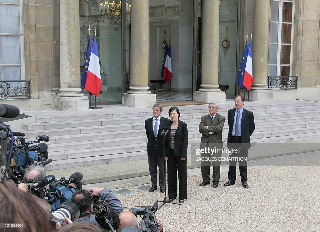 French academic Clotilde Reiss (C) speaks to journalists as leaves the Elysee Palace in Paris, with French Foreign Affairs minister Bernard Kouchner (L), French ambassador to Iran Bernard Poletti (2nd R) and her father Remi Reiss (R), after being received by French President Nicolas Sarkozy after her return from Teheran, on May 16, 2010. Reiss, who had been arrested and held in Iran since last July, left Tehran early Sunday for Paris a week after France rejected a US call for the extradition of Majid Kakavand and allowed him to return home.