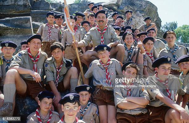 French actor and director Gérard Jugnot with young actors on the set of his 1985 film Scout Toujours The French film directed by Jugnot also stars...