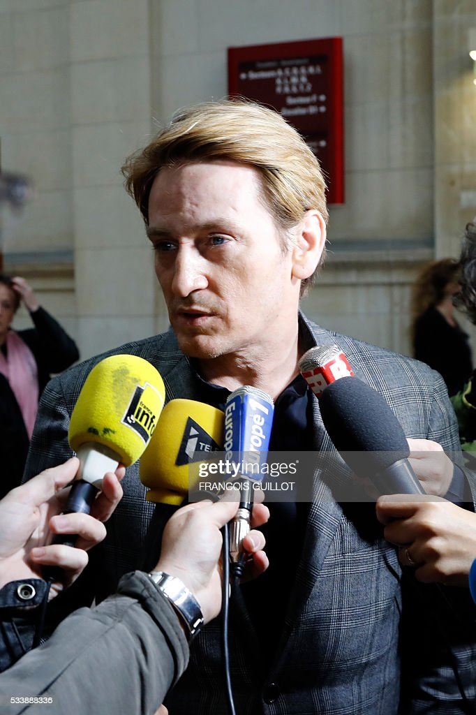 French actor Benoit Magimel answers jounalists' questions after his trial over charges of unintentional bodily harm, fleeing the scene of an accident and drug use, at the courthouse of Paris, on May 24, 2016. Benoit Magimel was sentenced to a fine of 4 200 euros and a 6 months driver's licence suspension. / AFP / FRANCOIS