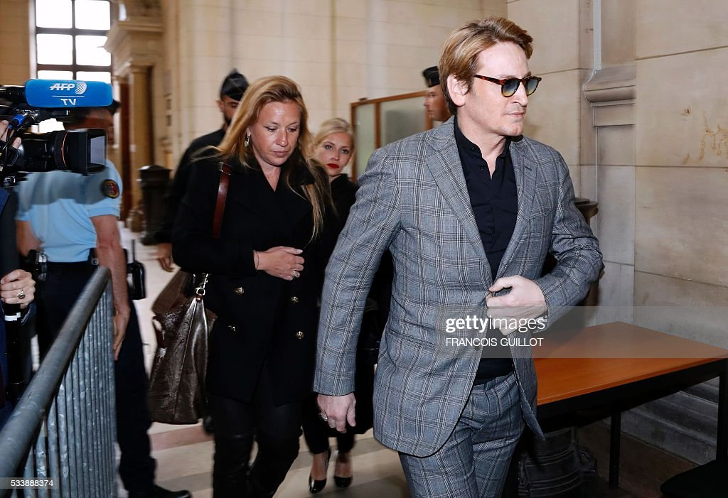 French actor Benoit Magimel arrives for his trial over charges of unintentional bodily harm, fleeing the scene of an accident and drug use, at the courthouse of Paris, on May 24, 2016. Benoit Magimel was sentenced to a fine of 4 200 euros and a 6 months driver's licence suspension. / AFP / FRANCOIS