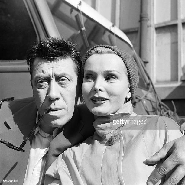 French actor Fernandel and US actress Zsa Zsa Gabor are pictured during the shooting of 'L'ennemi public n1' of French filmmaker Henri Verneuil on...