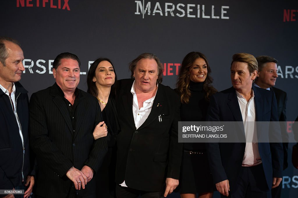 French actor Hippolyte Girardot (L), visual creator and director Florent Siri(2nd L), (From L) French actors Gerard Depardieu, Geraldine Pailhas, Nadia Fares and Benoit Magimel pose during a photocall for the premiere of the French TV show 'Marseille' broadcasted and co-produced by Netflix on May 4, 2016 in Marseille, southern France. / AFP / BERTRAND