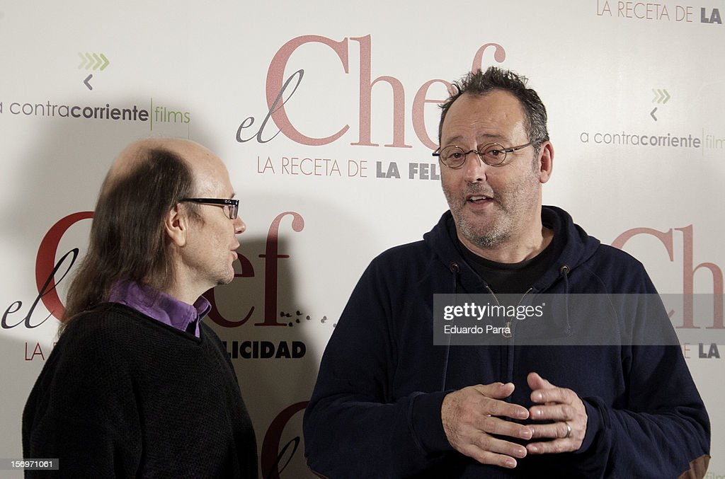 French actor <a gi-track='captionPersonalityLinkClicked' href=/galleries/search?phrase=Jean+Reno&family=editorial&specificpeople=213522 ng-click='$event.stopPropagation()'>Jean Reno</a> (R) and Spanish actor <a gi-track='captionPersonalityLinkClicked' href=/galleries/search?phrase=Santiago+Segura&family=editorial&specificpeople=2221296 ng-click='$event.stopPropagation()'>Santiago Segura</a> attend 'El Chef, la receta de la felicidad' ('Comme un chef') photocall at Intercontinental hotel on November 26, 2012 in Madrid, Spain.