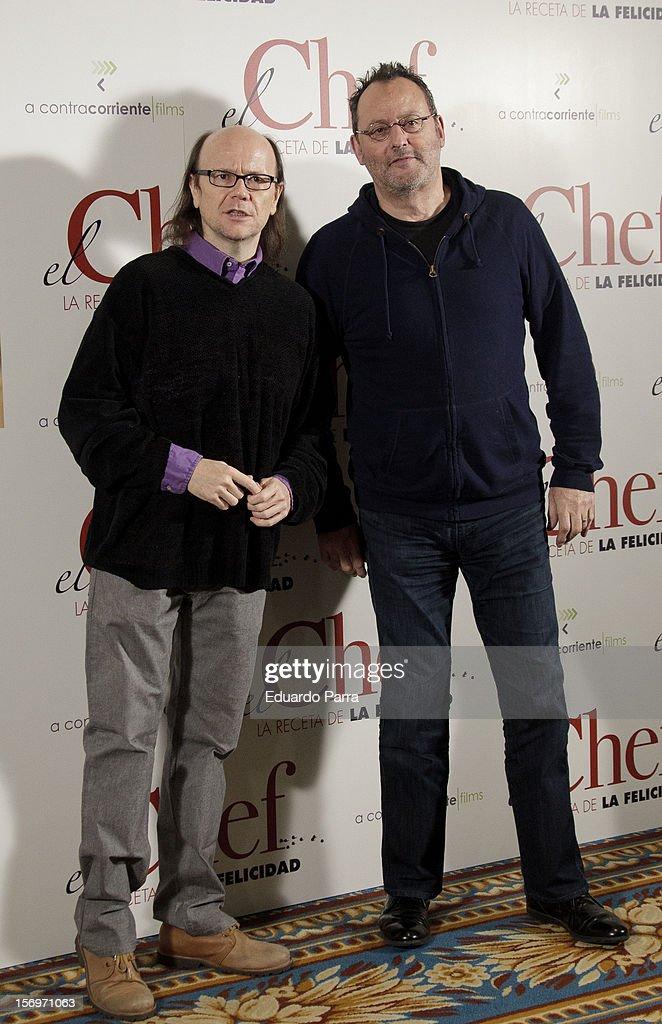 French actor <a gi-track='captionPersonalityLinkClicked' href=/galleries/search?phrase=Jean+Reno&family=editorial&specificpeople=213522 ng-click='$event.stopPropagation()'>Jean Reno</a> (R) and Spanish actor <a gi-track='captionPersonalityLinkClicked' href=/galleries/search?phrase=Santiago+Segura&family=editorial&specificpeople=2221296 ng-click='$event.stopPropagation()'>Santiago Segura</a> attend 'El Chef, la receta de la felicidad' ('Comme un chef') photocall at Intercontinental hotel on November 26, 2012 in Madrid, Spain.