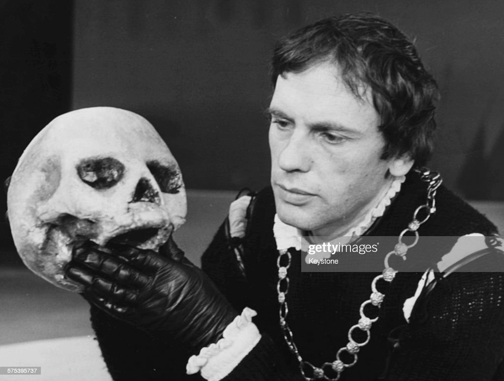 manipulation and the use of the art of acting in hamlet a play by william shakespeare From the murder of gonzago to hamlet's pretence of madness, hamlet is a work obsessed with acting and deception gillian woods explores how the play unsettles distinctions between.