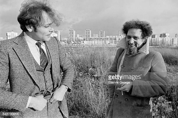 French actor Patrick Dewaere and French writer Georges Perec on the set of the film Serie Noire directed by Alain Corneau and based on American...