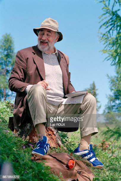 French actor Philippe Noiret on the set of Le Piquenique de Lulu Kreutz written by Yasmina Reza and directed by Didier Martiny