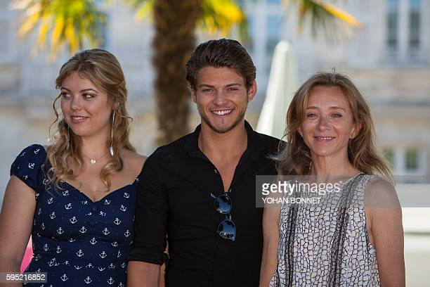 French actor Rayane Bensetti French actress Heloise Martin and French actress Sylvie Testud pose during the photocall of the film 'Tamara' during the...