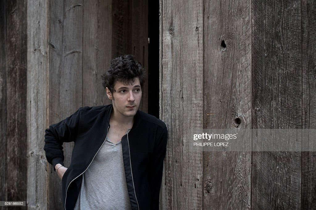 French actor Vincent Lacoste poses on May 4, 2016 in Paris. / AFP / PHILIPPE