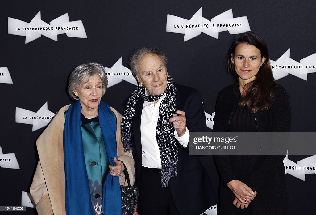 French actors Emmanuelle Riva (L) and Jean-Louis Trintignant pose with French Culture minister Aurelie Filippetti during a photocall prior to the premiere screening of the movie 'Amour', awarded the 2012 Cannes film festival Palme d'Or, on October 15, 2012 in Paris. AFP PHOTO FRANCOIS GUILLOT