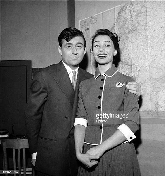 French actors Francois Perier and Emmanuelle Riva in 'Le Seducteur' by Italian playwright Diego Fabbri at the Theatre de la Michodiere Paris January...