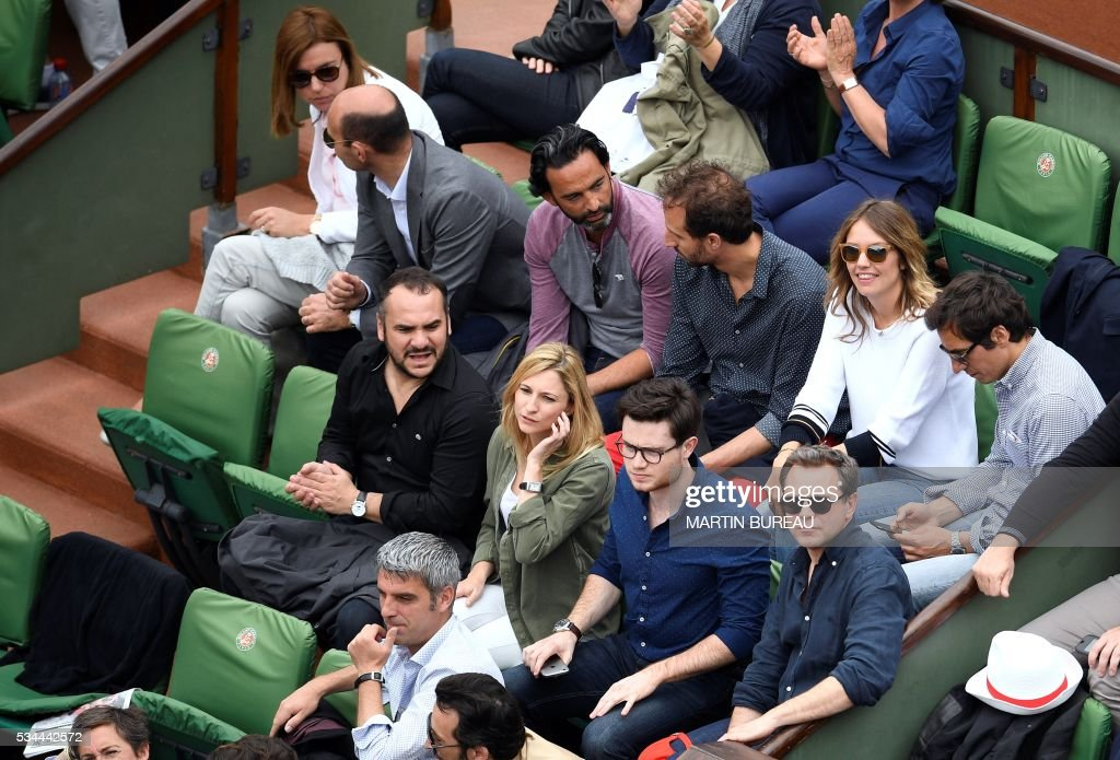 French actors François-Xavier Demaison (first row L) and Guillaume de Tonquédec (first row R) attend the men's second round match between France's Jo-Wilfried Tsonga and Cyprus' Marcos Baghdatis at the Roland Garros 2016 French Tennis Open in Paris on May 26, 2016. / AFP / MARTIN