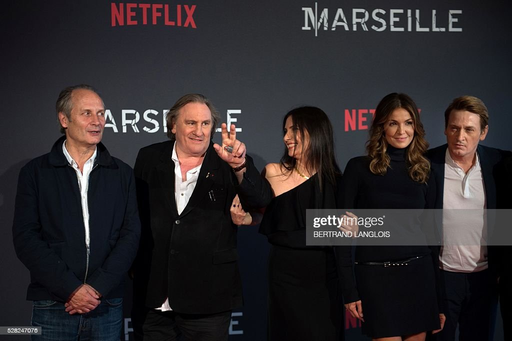 French actors Hippolyte Girardot, Gerard Depardieu, Geraldine Pailhas, Nadia Fares and Benoit Magimel pose during a photocall for the premiere of the French TV show 'Marseille' broadcasted and co-produced by Netflix on May 4, 2016 in Marseille, southern France. / AFP / BERTRAND