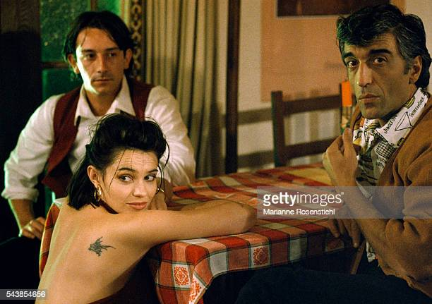 French actors JeanHugues Anglade Beatrice Dalle and Gerard Darmon on the set of the film 37°2 Le Matin by French Director JeanJacques Beineix