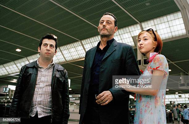 French actors Michel Muller and Jean Reno with Japanese actress Ryoko Hirosue on the set of the film Wasabi directed by Gerard Krawczyk