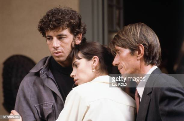 French actors Patrick Bruel Mathilda May and Jacques Dutronc on the set of the film Toutes Peines Confondues directed by Michel Deville