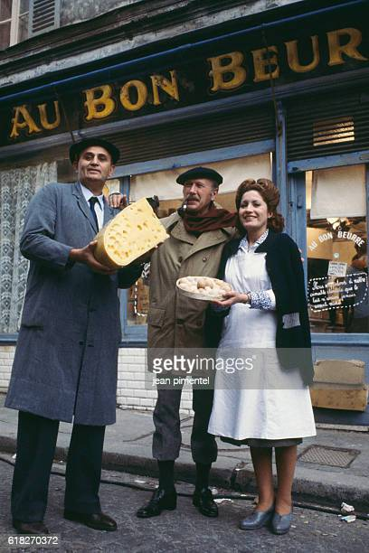 French actors Roger Hanin and Andréa Ferréol and the French writer Jean Dutourd on the film set of Au bon beurre directed by Edouard Molinaro