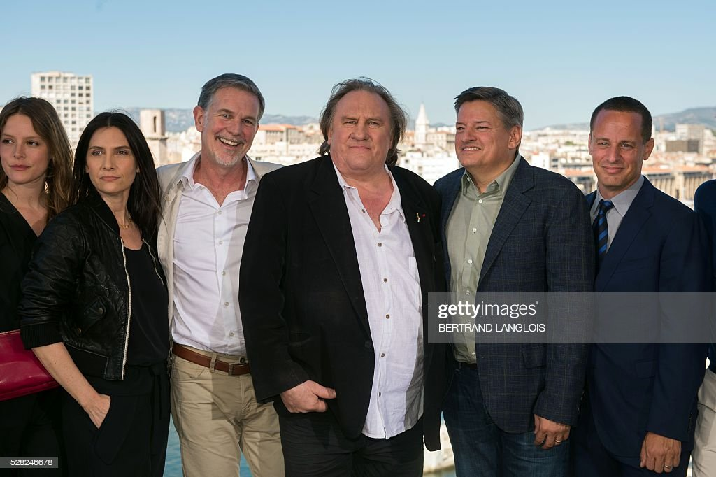 French actors Stephane Caillard, Geraldine Pailhas, Gerard Depardieu, Netflix co-founder Reed Hastings, Netflix Chief content officer Ted Sarandos and Netflix vice president international originals Erik Barmack pose during a photocall for the premiere of the French TV show 'Marseille' broadcasted and co-produced by Netflix on May 4, 2016 in Marseille, southern France. / AFP / BERTRAND