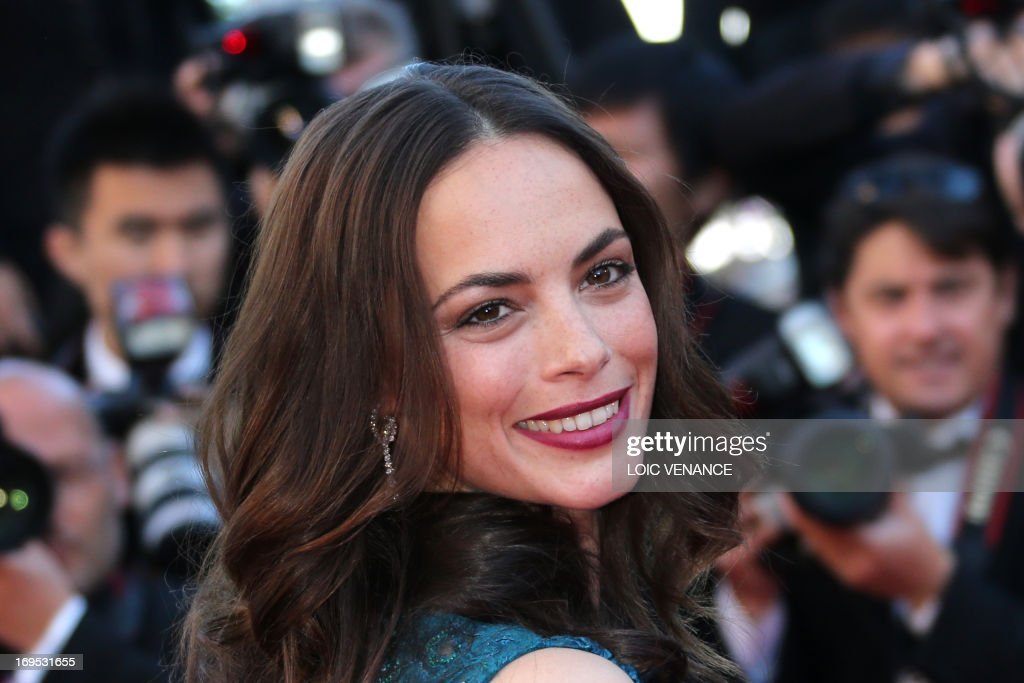 French actress Berenice Bejo poses on May 26, 2013 as she arrives for the screening of the film 'Zulu' presented Out of Competition at the 66th edition of the Cannes Film Festival in Cannes.
