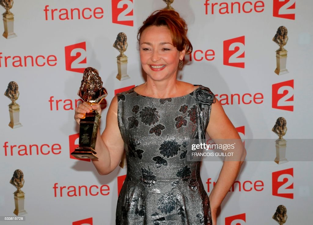 French actress Catherine Frot poses after receiving the Moliere Award for Best Actress in a private theatre play for 'Fleur de Cactus' (Cactus Flower) during the 28th Ceremony of the French Theatre Molieres awards at the Folies Bergeres in Paris, on May 23, 2016. / AFP / FRANCOIS